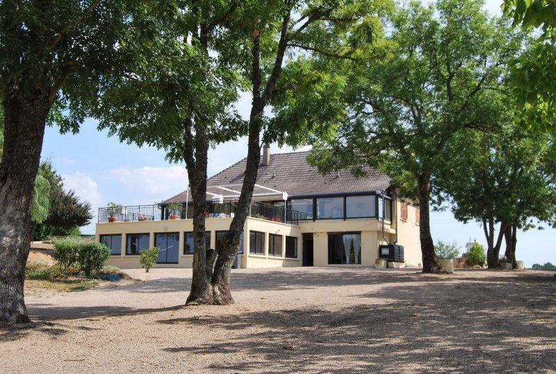 Vente superbe villa avec piscine couverte sur environ 4 for Garage ad argenteuil